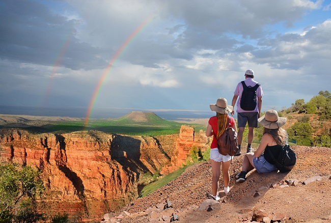image of family visiting grand canyon on locum tenens assignment